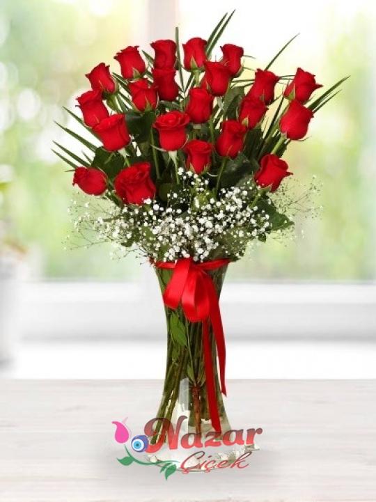 Sevgiliye Vazoda 21 Kırmızı Gül