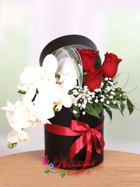 Kutuda Kırmızı Gül ve Orkide