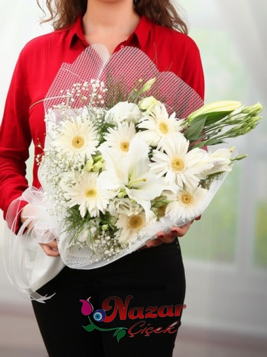 Beyaz Kır Çiçeği Buketi