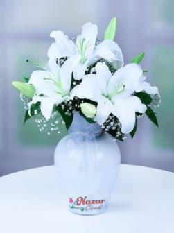 Beyaz Vazoda Lilyum