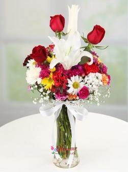 Vazoda Karışık Çiçekler