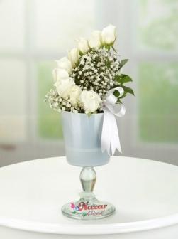 Kadehte Beyaz Güller