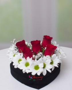 Kalp Kutuda Papatya ve Güller