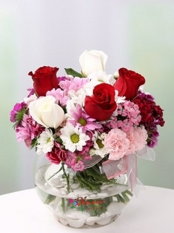 Fanusta Kır Çiçekleri ve Güller